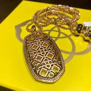 NWT Kendra Scott rose gold pendant necklace